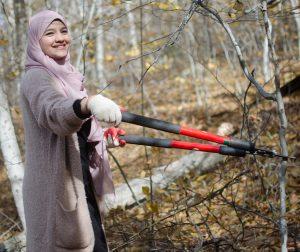 Lamia Baraket trims brush